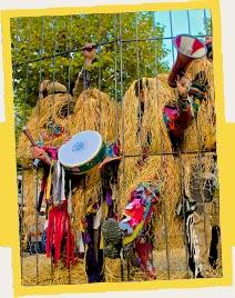 Grail'Òli se dé-anche dans la rue avec des personnages de carnaval : les Pétassous